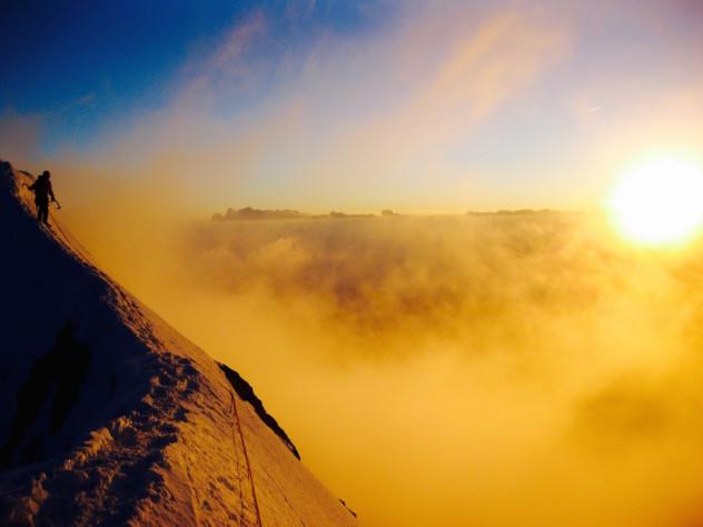 """Grandiose Stimmung am Gipfel des Eiger nach der Durchsteigung der """"Heckmair -Route"""""""