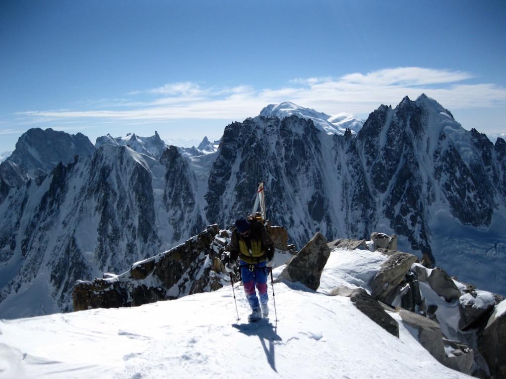 Egon kurz vor dem Gipfel der Aiguille d´Argentière- im Hintergrund die Nordwände der Courts, Dreiers und Verté