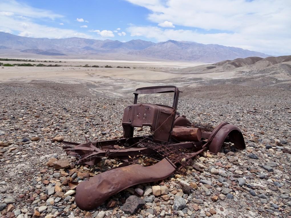 Offensichtlich sind wir nicht die einzigen, welche ihre Autoschlüssel in den weiten des Death Valley verlieren. Glücklicherweise findet ihn ein freundlicher Amerikaner . so blieb dieses Schicksal unserem Jeep erspart.
