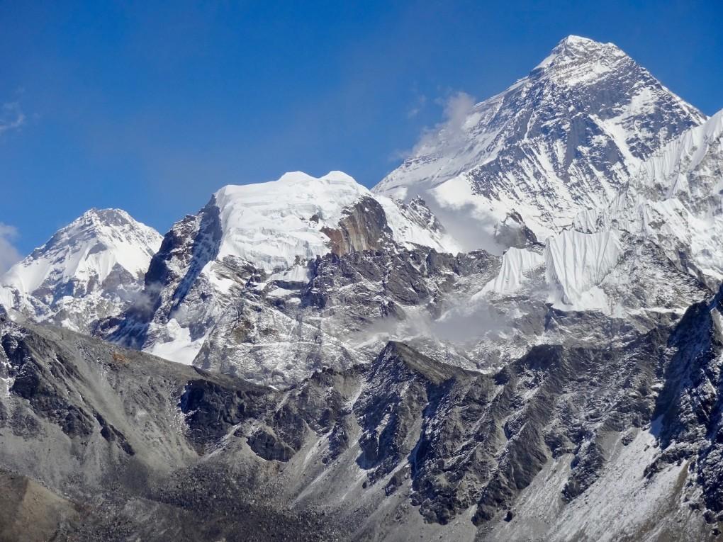 Der Nirekha Peak vor dem Riesen (Everest)